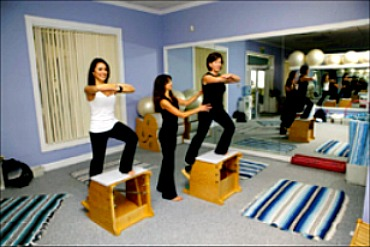 Pilates Chair lunge